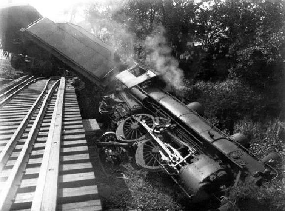 http://ruach.files.wordpress.com/2010/02/train_derail.jpg
